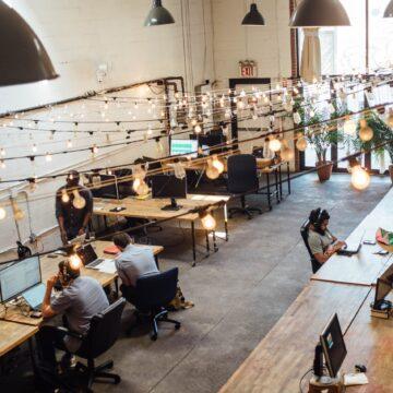 Zdjęcia pracowników na firmowej stronie  a RODO i prawo autorskie?